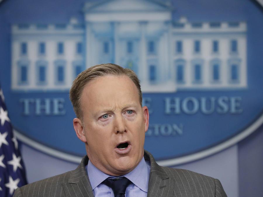 Portavoz de la Casa Blanca regaña a los medios de prensa