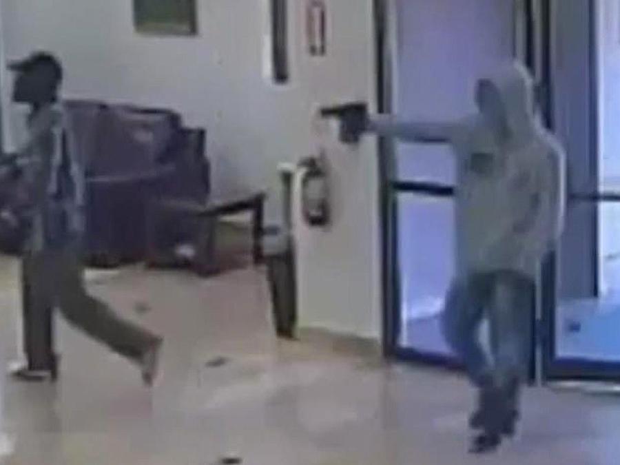 maleantes armados en banco