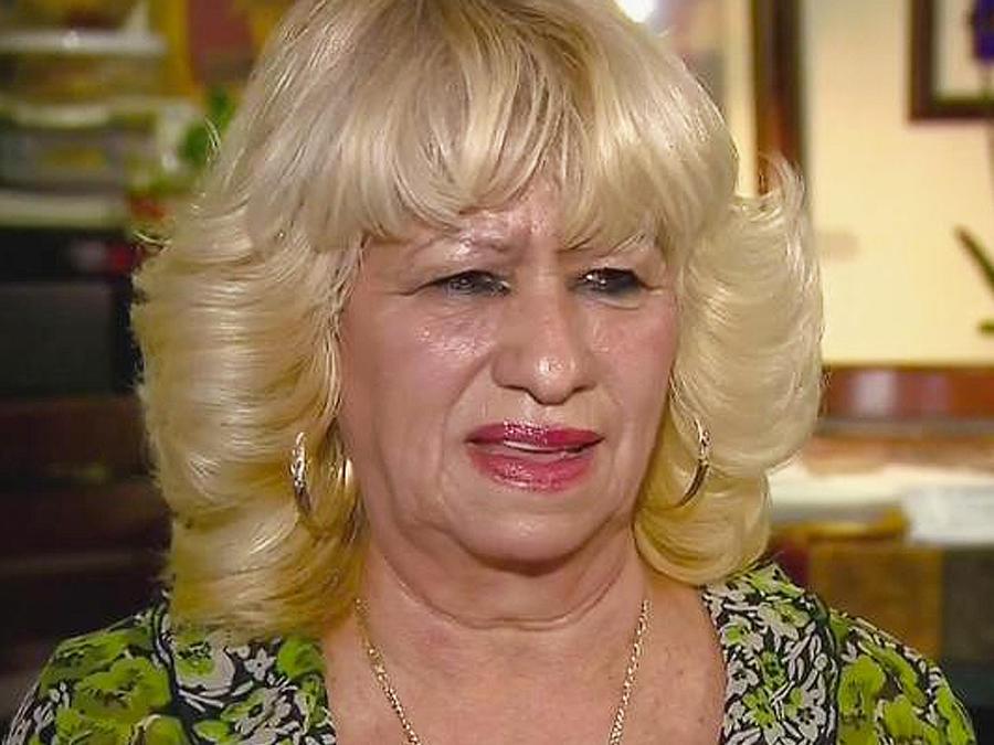 mujer mayor a punto de llorar