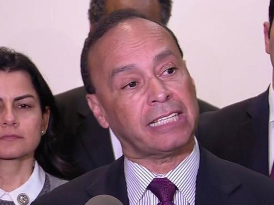 Rechazan a legisladores hispanos en una reunión con ICE