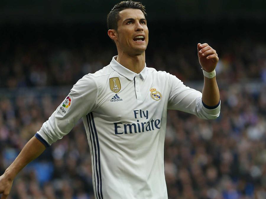 Real Madrid derrota a Españyol y sigue líder