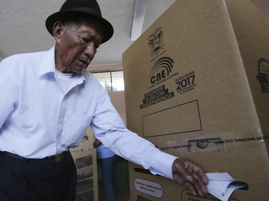 Ecuador va a las urnas para escoger presidente