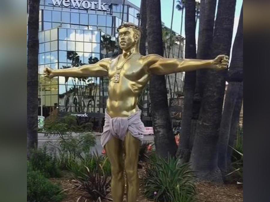 estatua de kanye west