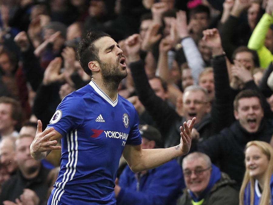 Chelsea se aleja 11 puntos del Manchester tras derrotar al Swansea