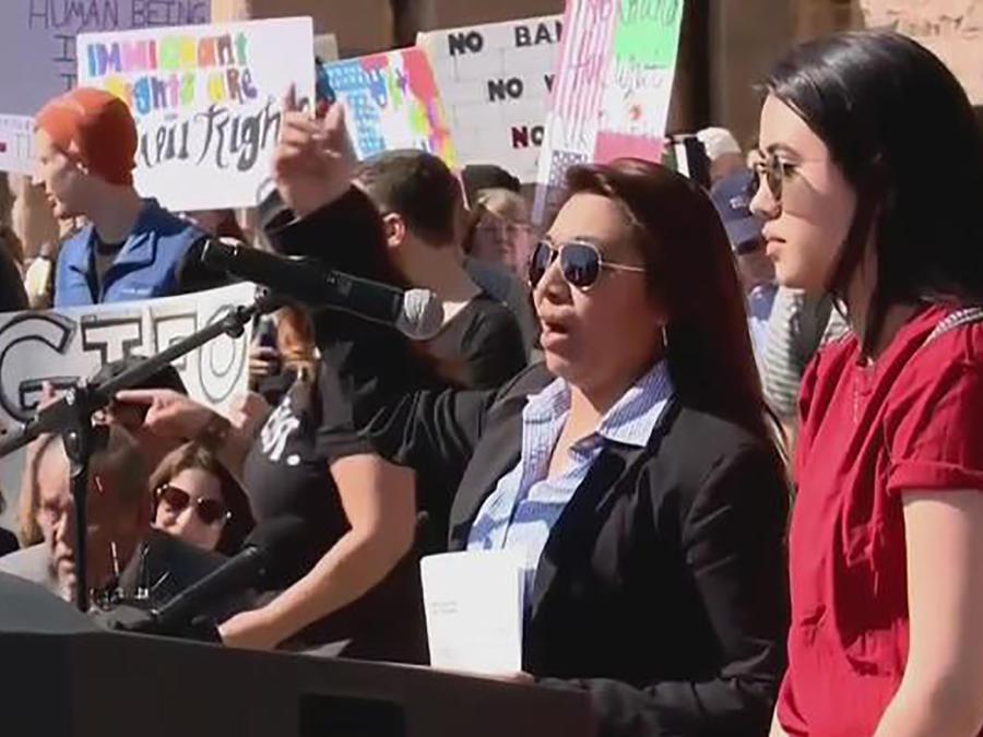 Centenas marchan en Texas contra políticas migratorias de Trump