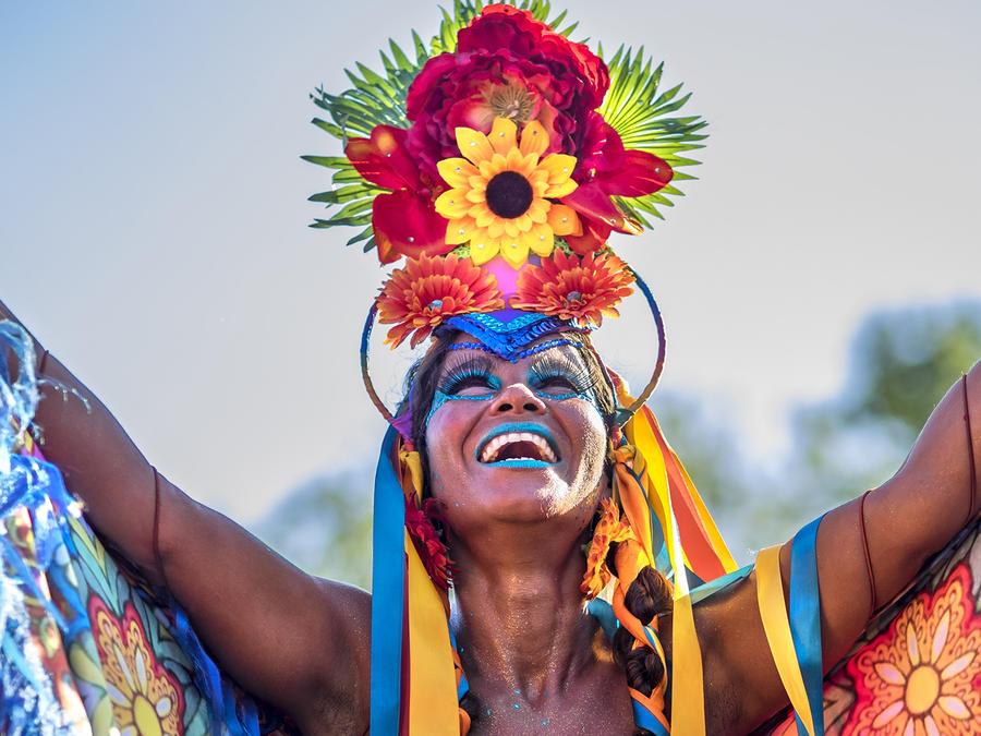 La alegría del carnaval ya desborda las calles de Brasil