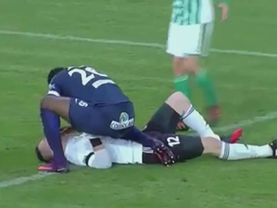 Fair play: jugador salva la vida de rival que convulsionaba