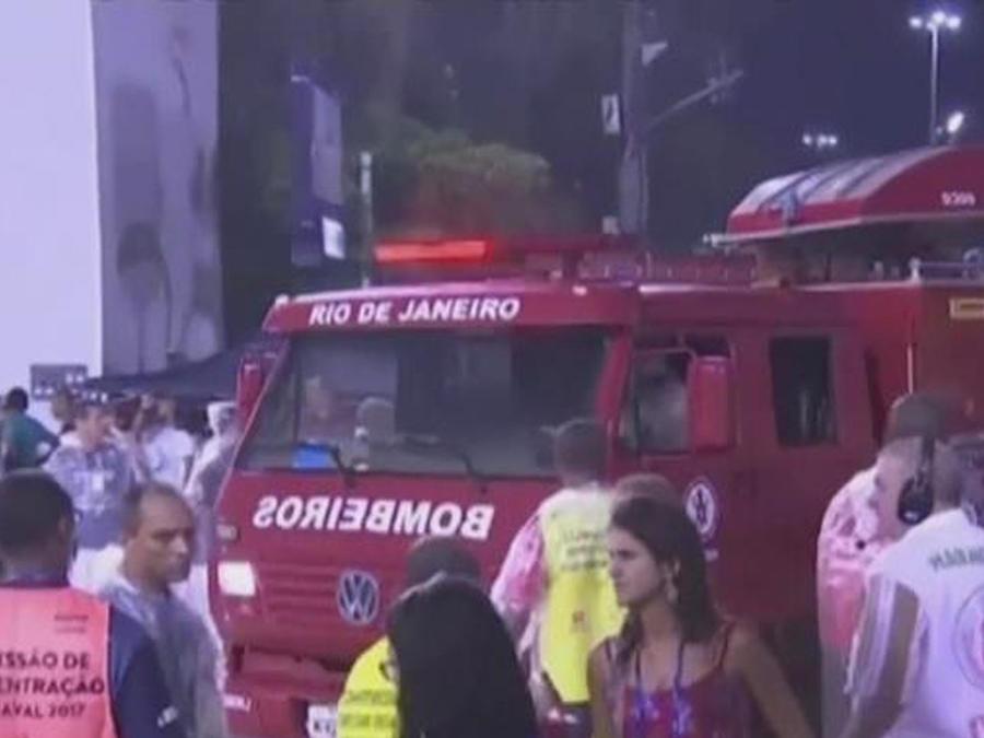 carroza atropella en carnaval de rio