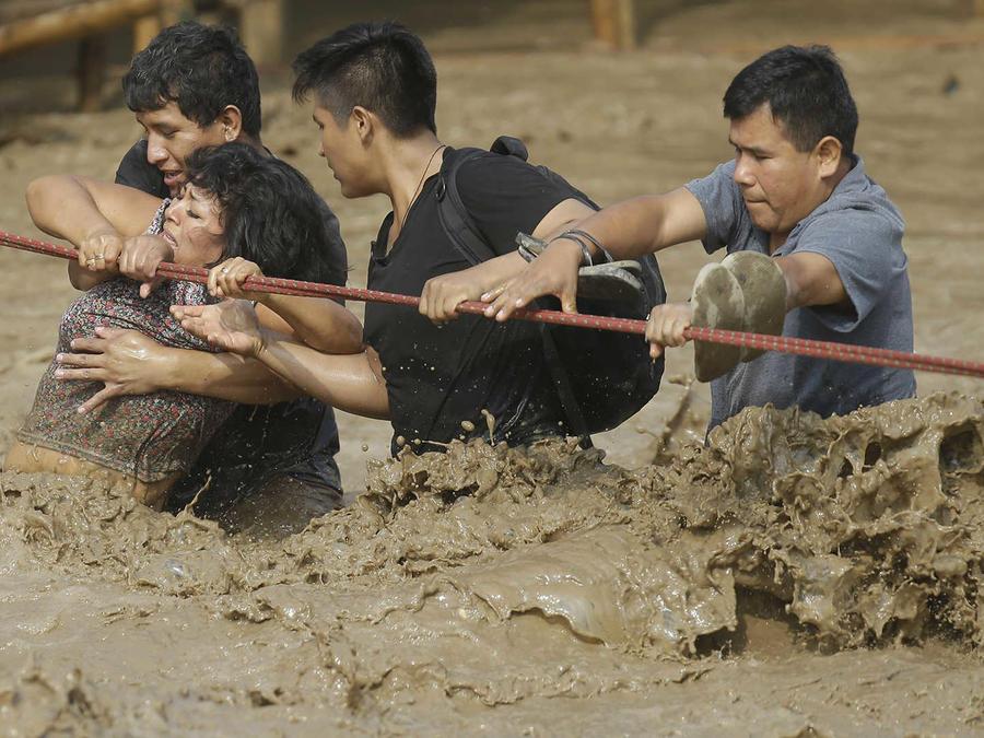 Ya llega la ayuda a Perú tras desastre de las inundaciones