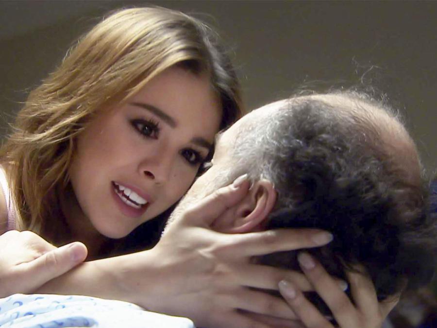 Danna Paola y Odiseo Bichir en La Doña