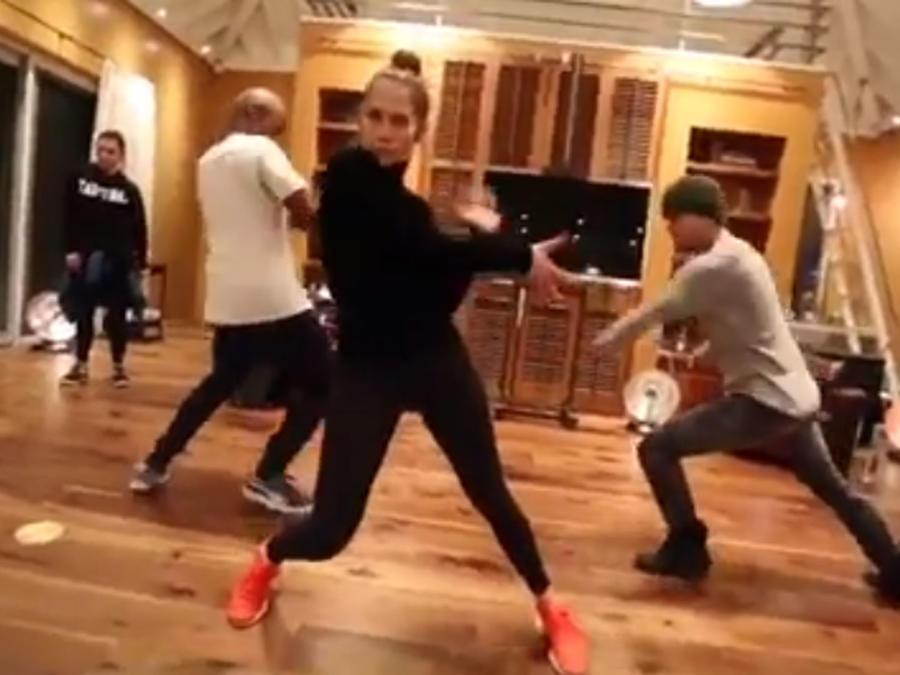 Jennifer Lopez bailando