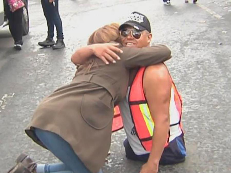 Miles de voluntarios se acercan a los centros de ayuda para poner su granito de arena