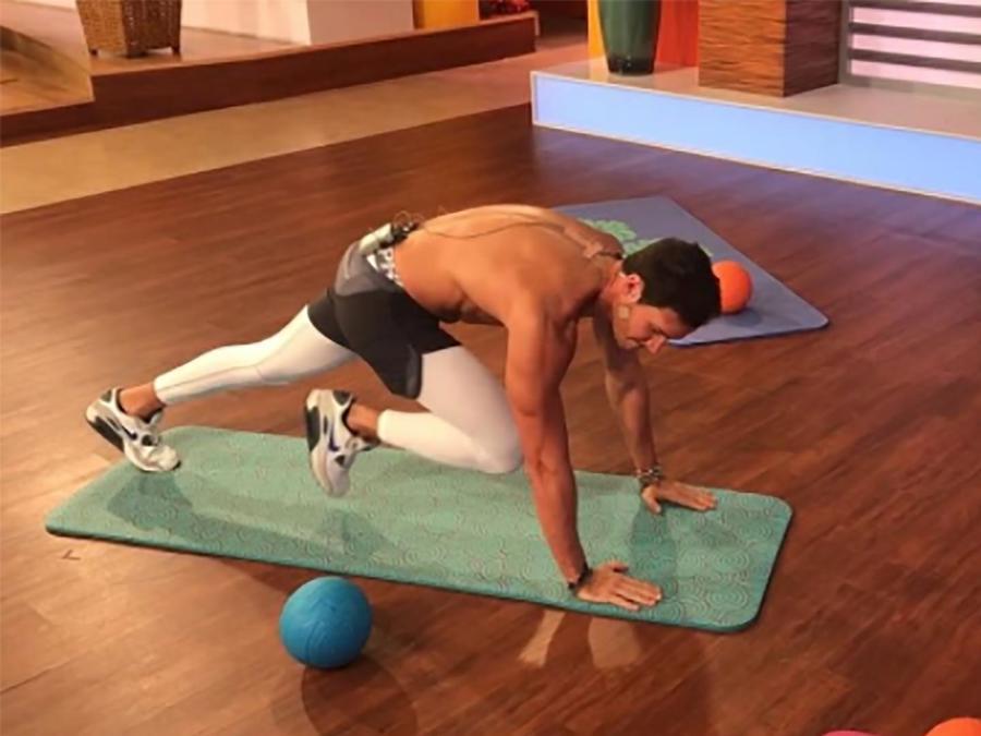 """Francisco Medina, entrenador personal, muestra una rutina de ejercicios para el """"Ironman"""""""