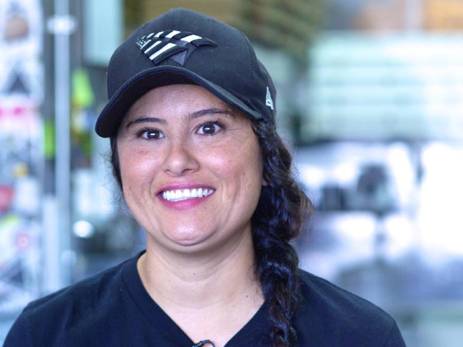 Mar Diego es una emprendedora que en algún momento pasó por la cárcel y ahora enseña a jóvenes de la calle a preparar platos y los motiva para que salgan adelante