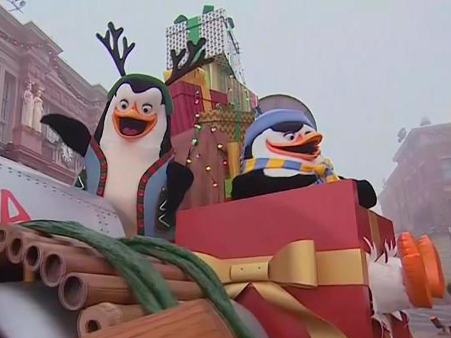 Camilo Montoya nos lleva a disfrutar la celebración de las fiestas navideñas en Universal