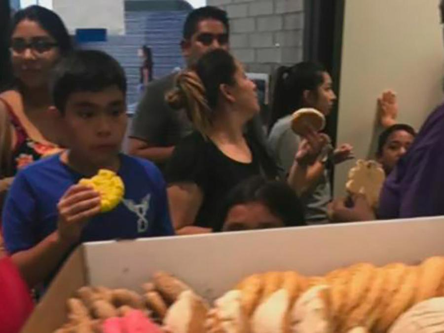 4 inmigrantes mexicanos se transformaron en héroes al cocinar pan para los necesitados