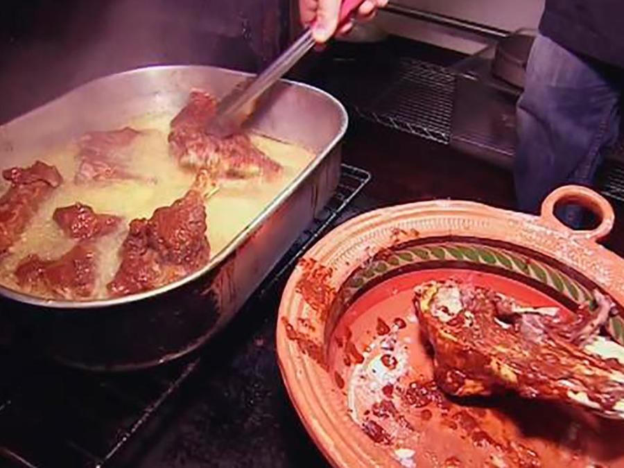 El chef James desafió al Rey de la Birria de Chicago