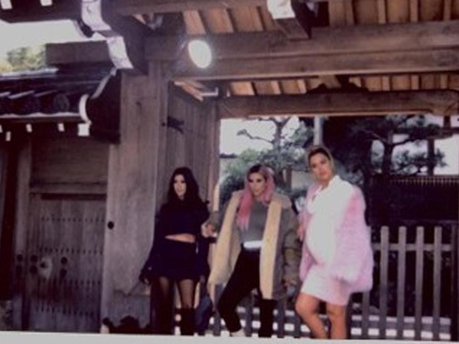 Kourtney, Kim y Khloé Kardashian en Japón