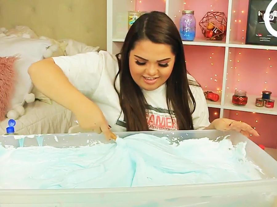 Karina García tiene 23 años y gana millones en YouTube