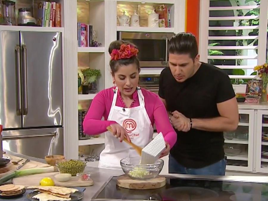 Sindy Lazo, finalista de Masterchef Latino, nos enseña como hacer una Ensalada de Ajo Porro
