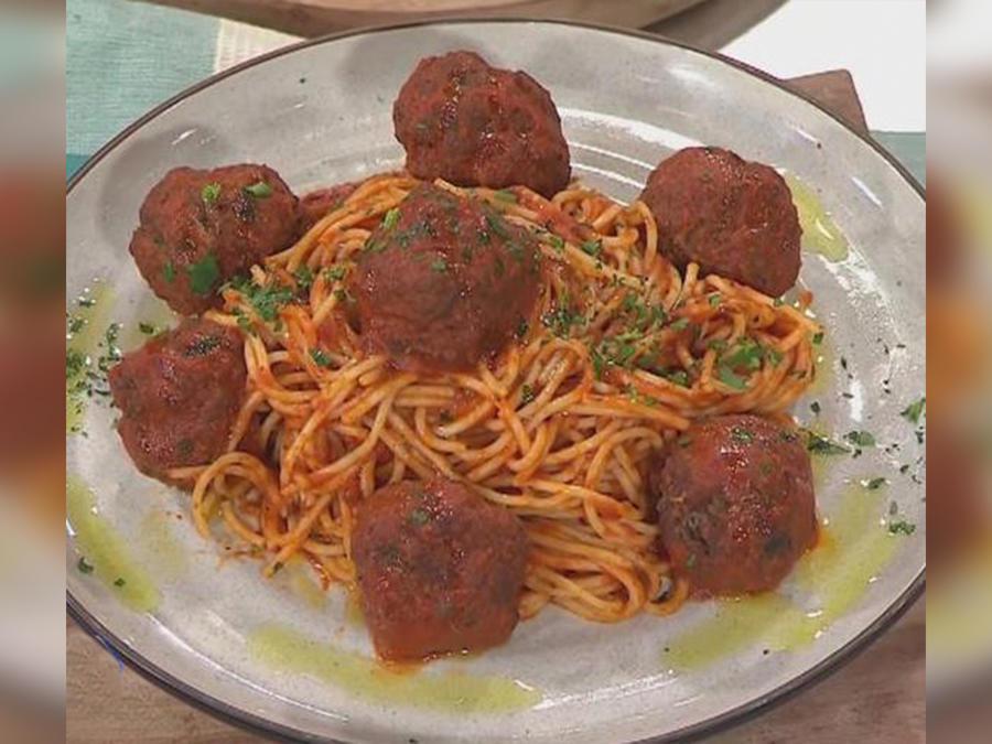 """Recetas de cocina: Cómo hacer Espaguetis con Albóndigas de Carne estilo """"Eugenio Derbez"""""""