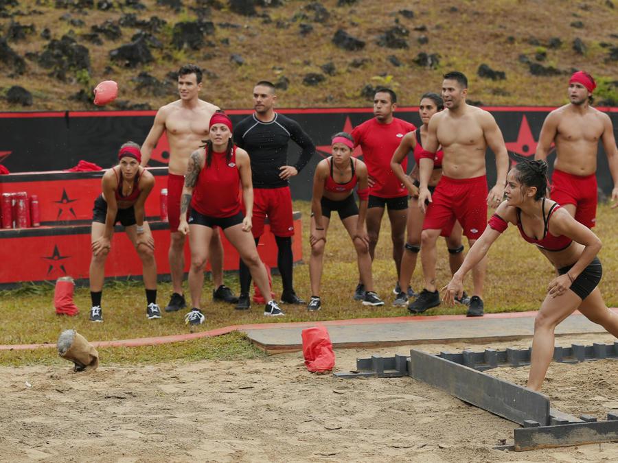 Team Famosos compitiendo en el circuito Rojo Amanecer