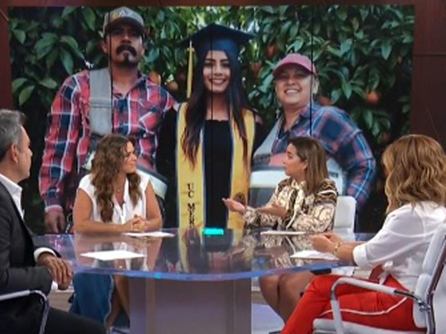 Joven latina orgullo de su comunidad