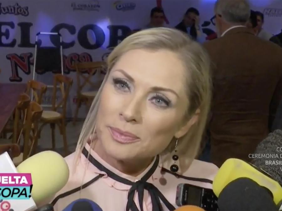 Lety Calderón no quería salir en la foto con Peña Nieto (VIDEO)