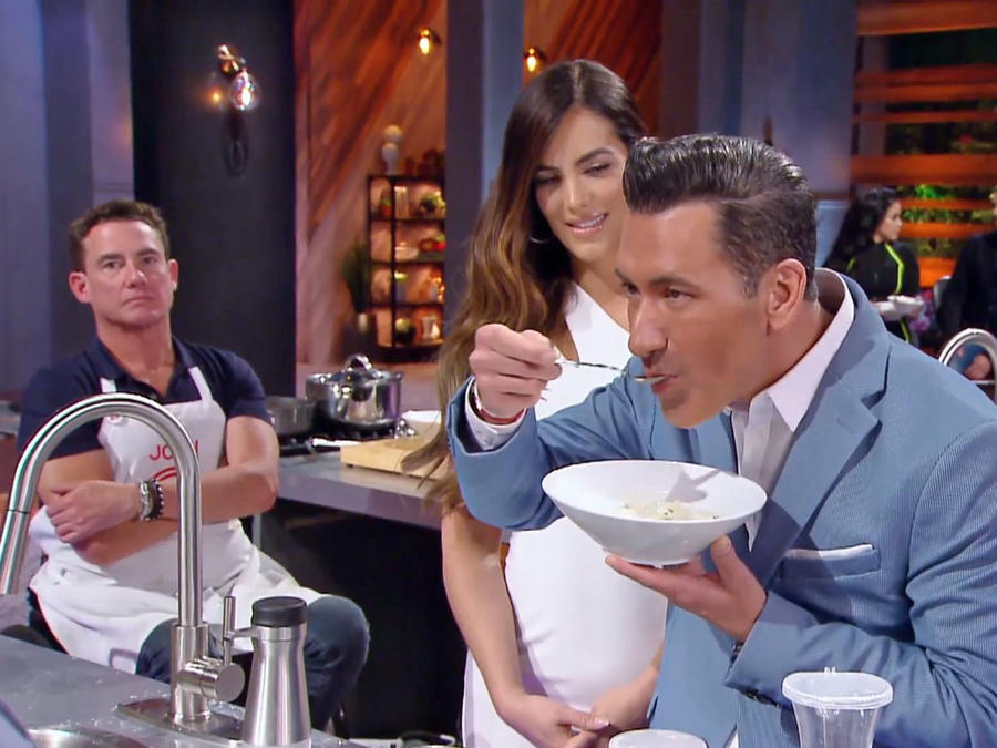 Jorge Bernal disfruta del chupe peruano
