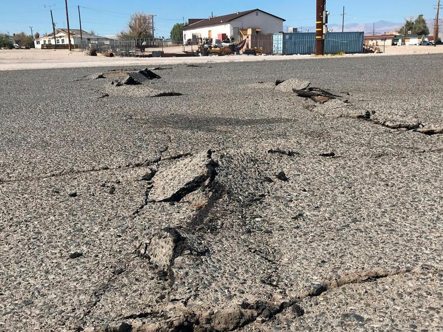Sismo en California provocó grietas en el asfalto de algunas carreteras