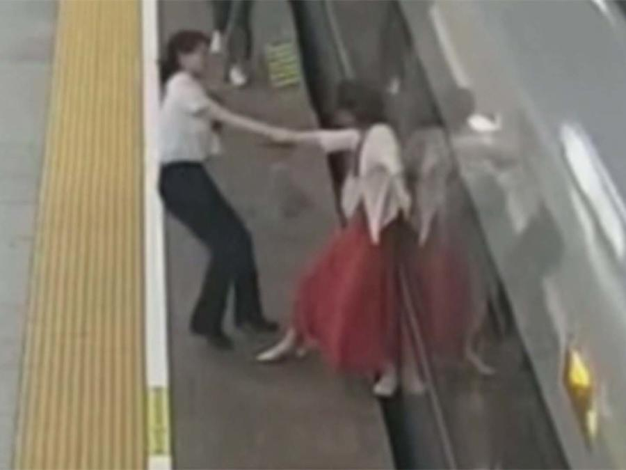 Atasca pie en metro