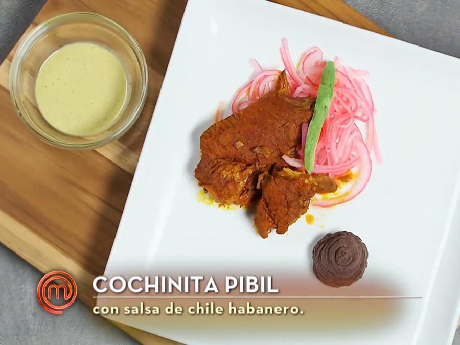 Dennis Escalante cocina cochinita pibil en MasterChef Latino 2