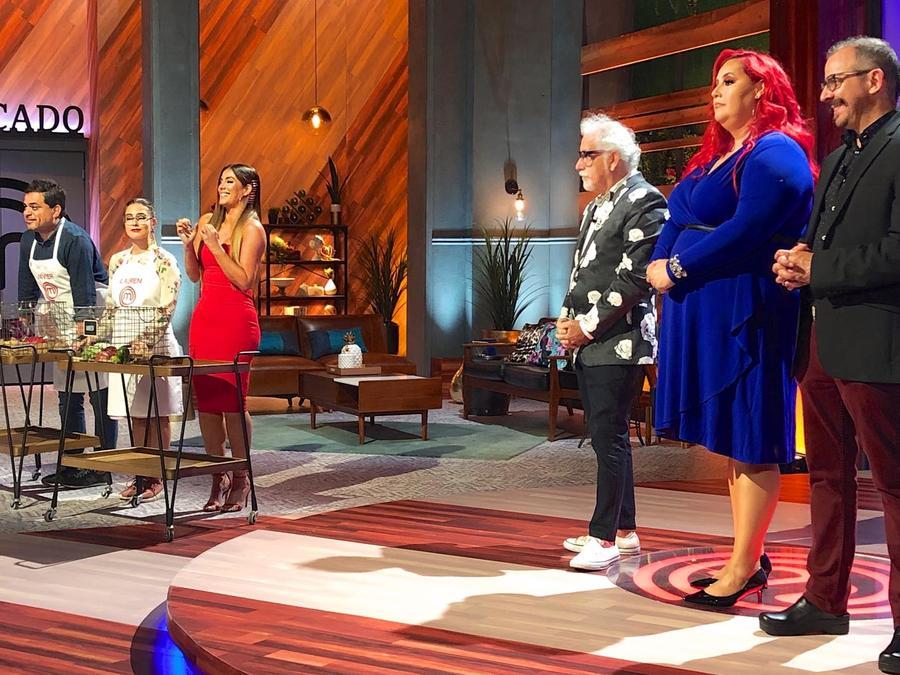 Javier Seañez y Lauren Arboleda eligen los ingredientes de sus compañeros en MasterChef Latino 2