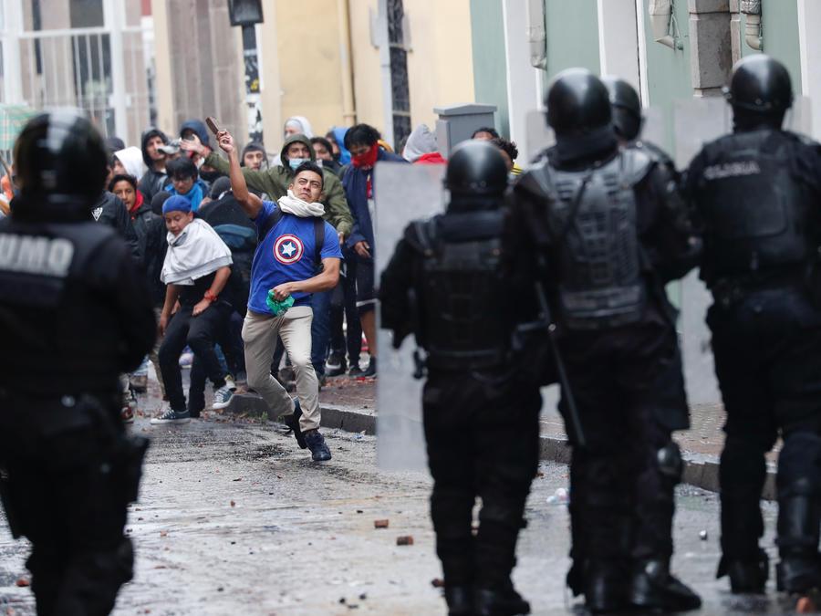 La violencia y el caos se apoderaron de las protestas en Quito en contra del aumento del precio de la gasolina