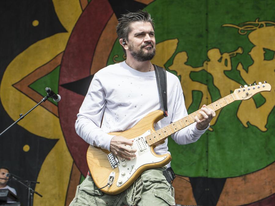 Juanes celebra el amor por la música y los latinos