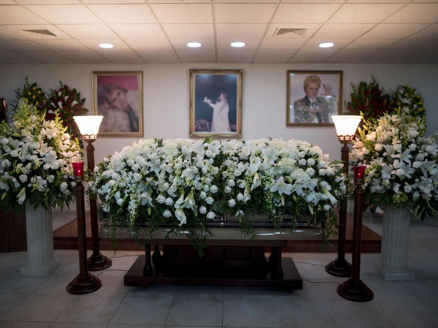 Walter Mercado recibió su último adiós en Puerto Rico rodeado de familia y seguidores