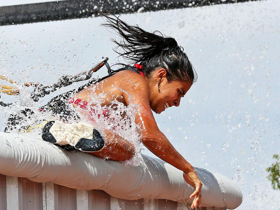 Shaila sale de la piscina del circuito de altura