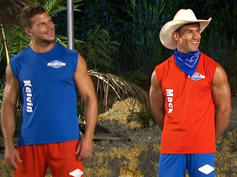 Mack y Kelvin con las camisetas intercambiadas