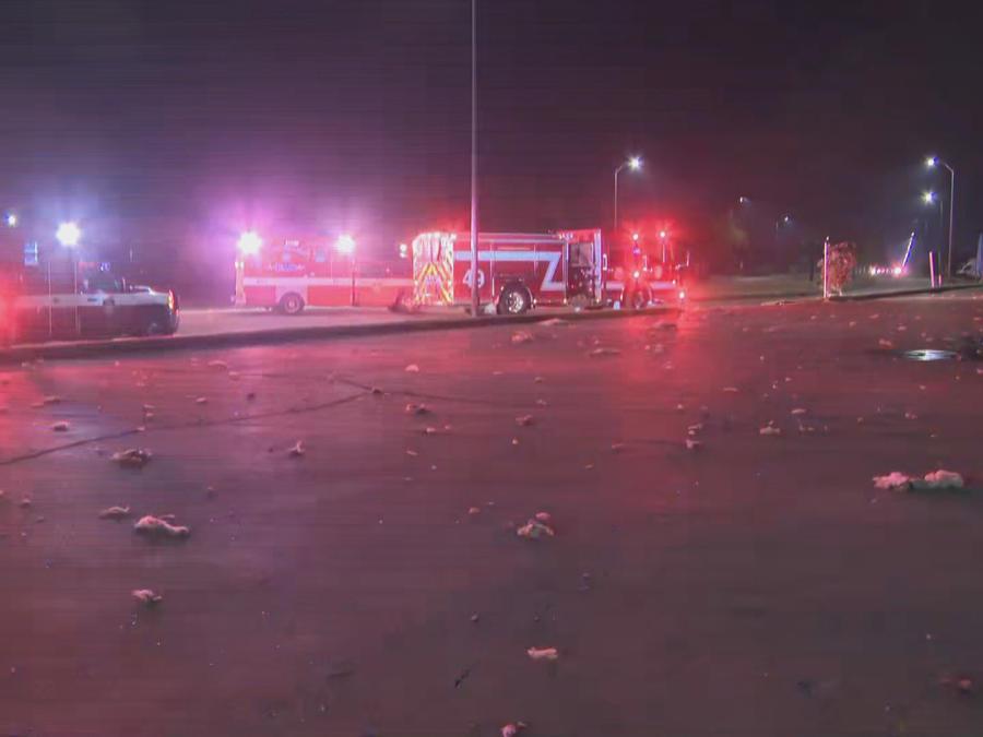 Lluvia de escombros por explosión en edificio en Houston.