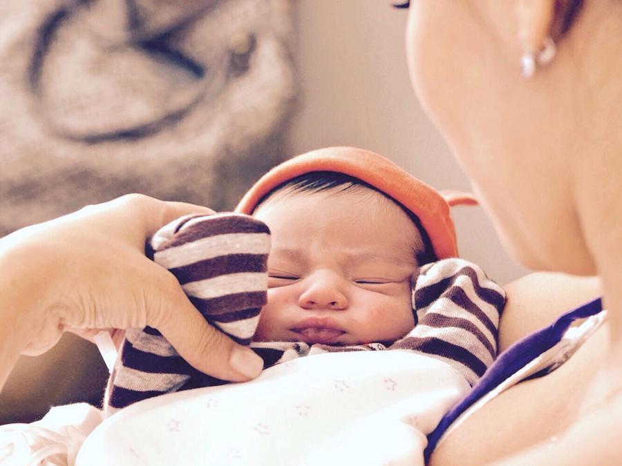 Bebé con mamá