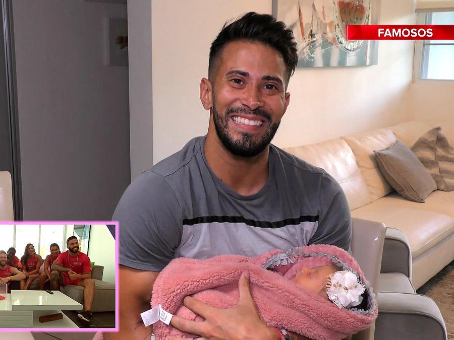 Tommy en videomensaje con su bebé en brazos