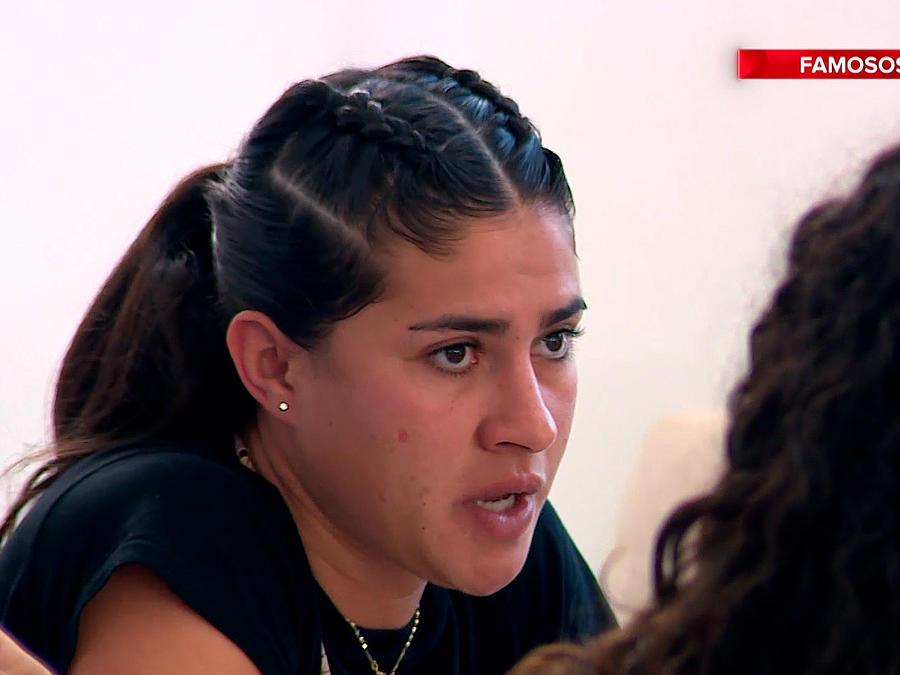 Nona habla en el comedor de la Fortaleza