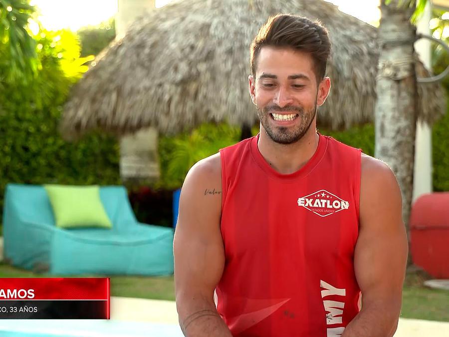 Tommy sonríe en entrevista en la Fortaleza