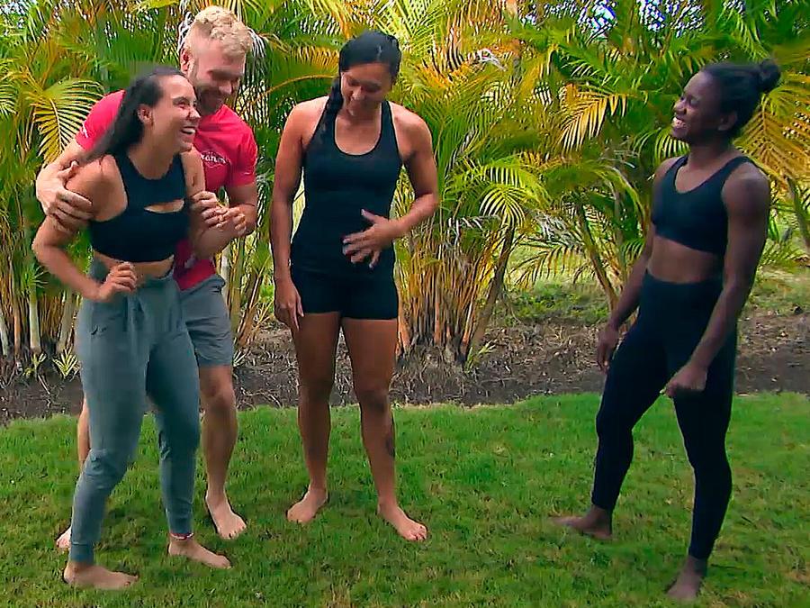 Nate, Alejandra y Yamilet bromean con Julyn