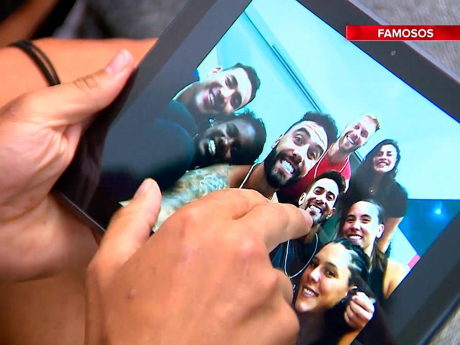 Famosos se toman selfie co Tablet