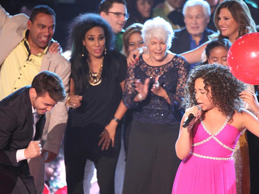 Paola en la final de La Voz Kids