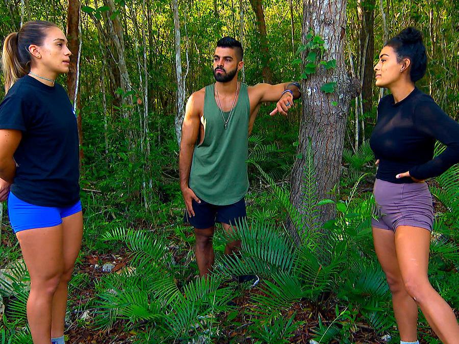 Dennhi y Chuy hablan con Claudia