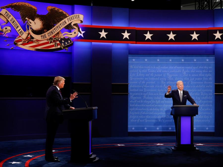 El presidente de Estados Unidos, Donald Trump, y el candidato presidencial demócrata Joe Biden participan en su primer debate de campaña presidencial de 2020 en Cleveland