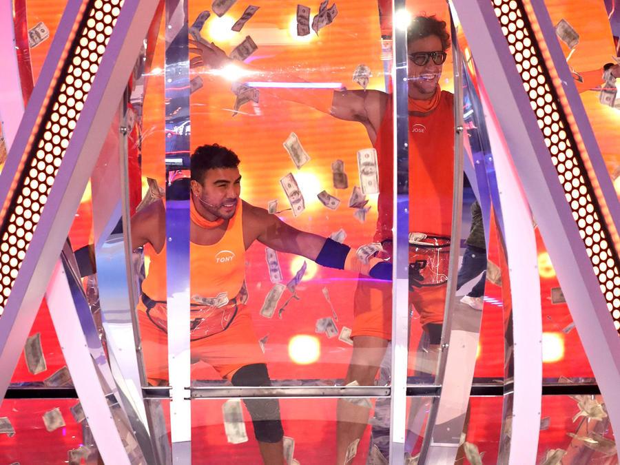 Tony Garza y Jose entran al domo, El Domo del Dinero