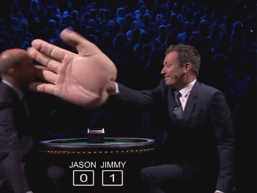 Jimmy Fallon  le da una cachetada al actor Jason Statham.